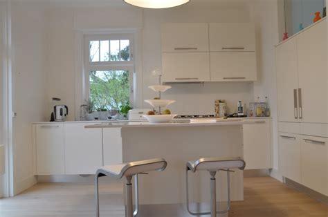 domizil münchen wohnzimmer streichen braun