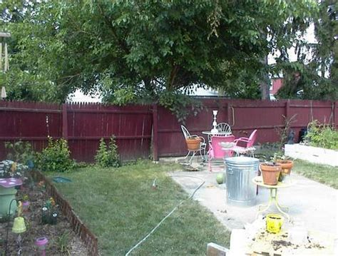 low budget backyard makeover small backyard makeover ideas on a budget izvipi com