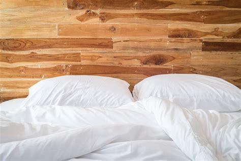 iron schlafzimmer das zirbenbett eine wohlf 252 hloase aus zirbenholz