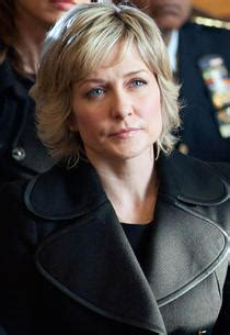 linda blue bloods blue bloods amy carlson it s getting harder for linda to