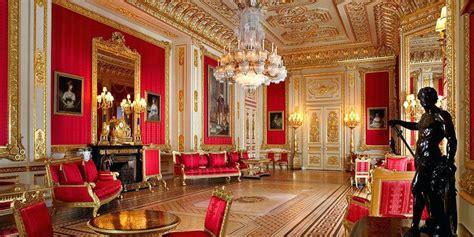 queen elizabeth   secret passage  buckingham palace
