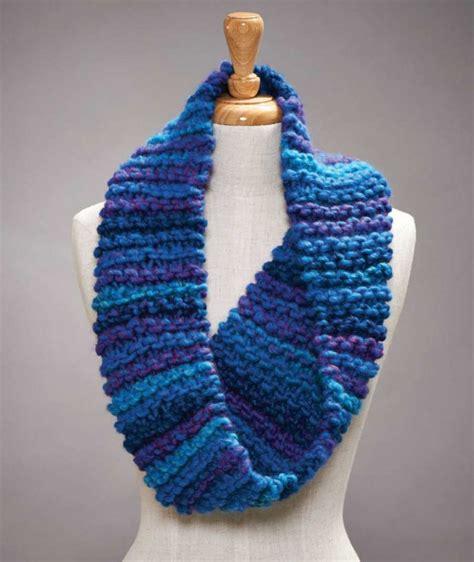Bulky Yarn Garter Stitch Cowl Free Knitting Pattern