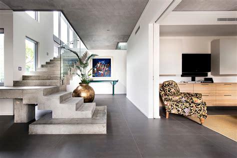 rectangular glass house interior design jolie maison contemporaine construite dans la ville