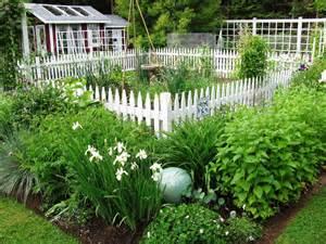 Ideas For Garden Fencing Simple Garden Fence Ideas Garden Ideas And Garden Design