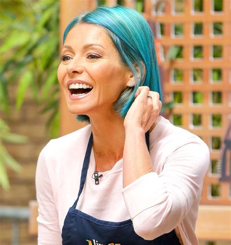 kelly ripas haircolor kelly ripa m a k e u p b e a u t y kelly ripa ditches her pink hair dyes tresses bright blue