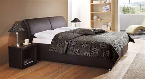 dunkles holz schlafzimmermöbel birkenstamm deko