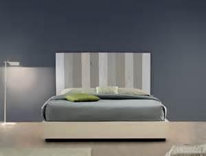 t 234 te de lit en bois brut patines couleurs
