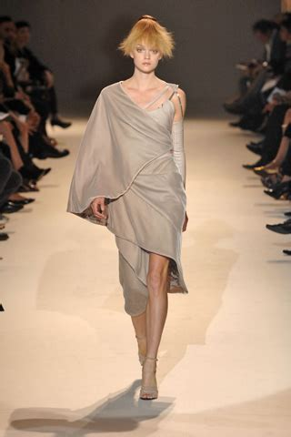 Haute Couture Givenchy Autumnwinter 2008 Collection by Givenchy Parigi Haute Couture Fall Winter 2007 2008