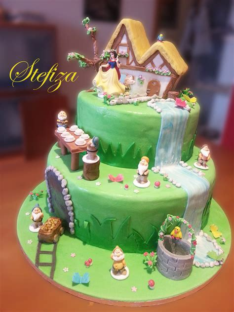 casa dei sette nani torta biancaneve e i sette nani in pasta di zucchero
