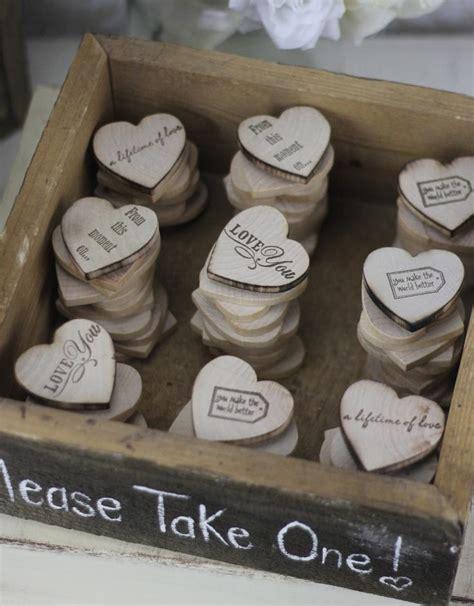 Hochzeitseinladung Holzherz by Hochzeit Bevorzugungen Holz Herz Magnete In Rustic Box