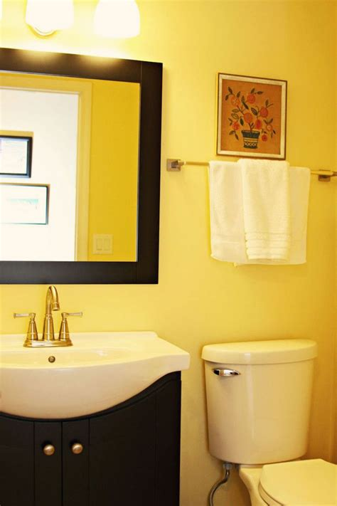 bathroom with yellow walls top 25 ideas about yellow bathrooms on pinterest yellow