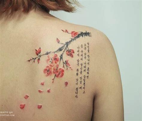 25 ideias de tatuagens de flores no ombro que s 227 o