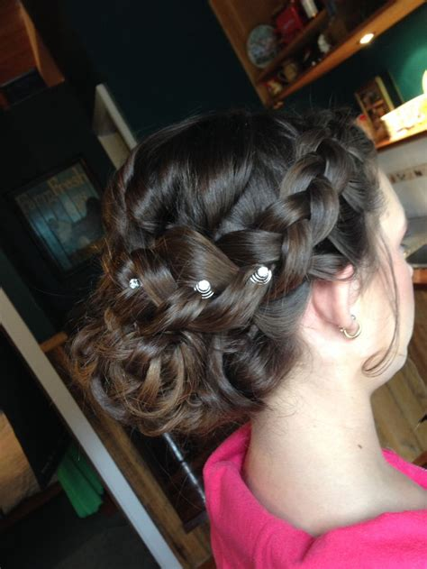 Wedding Hair For Junior Bridesmaids by 1000 Ideas About Junior Bridesmaid Hairstyles On