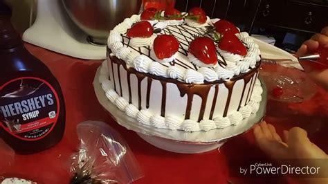 como decorar un bizcocho de chocolate pastel 3 leches relleno de fresas y chocolate youtube