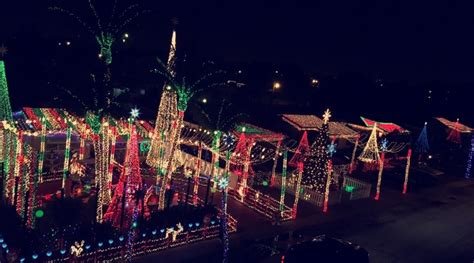 8 places in south florida to see holiday light displays
