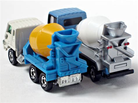 Nissan Diesel Quon Mixer Car By Tomica the world s best photos of nissandiesel and tomica