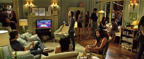 friends living room on the set design s apartment in friends with benefits verbena