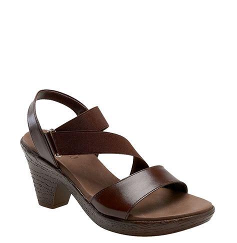 munro sandals munro jodi platform sandal in brown chocolate leather lyst