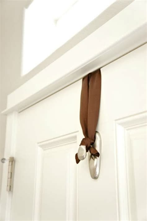 command strips christmas decorating frontdoor garland 10 unique uses for command hooks real housemoms