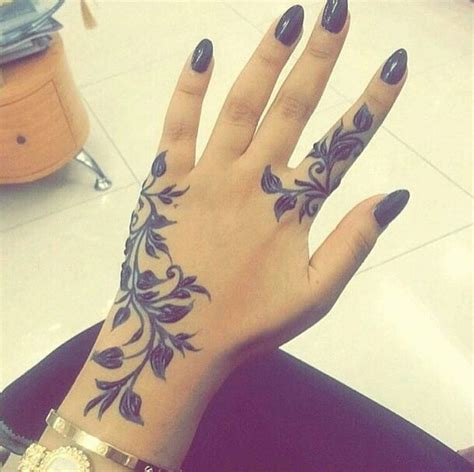 black henna tattoo on hand best 25 girly tattoos ideas on tattoos
