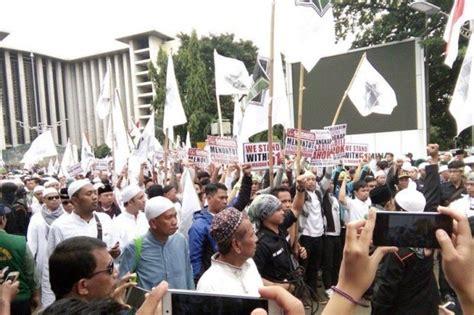 ahok hina agama islam protes ahok ribuan umat islam berkumpul di masjid