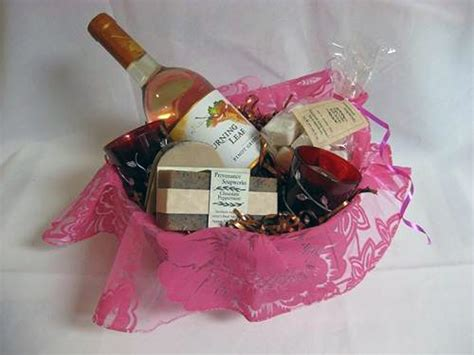 bridal shower theme gifts bridal shower gift basket ideas theme inofashionstyle