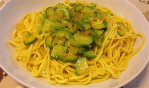 ricette con fiori di zucchine ricetta taglierini con zucchine fiori di zucca e