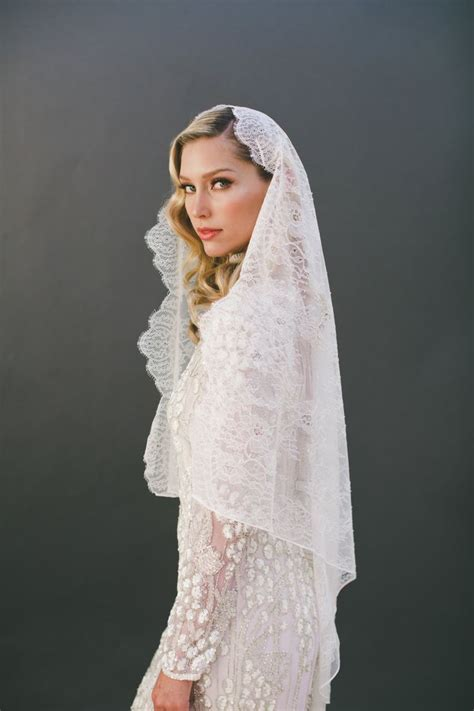 Best 25  Mantilla veil hair ideas on Pinterest   Mantilla