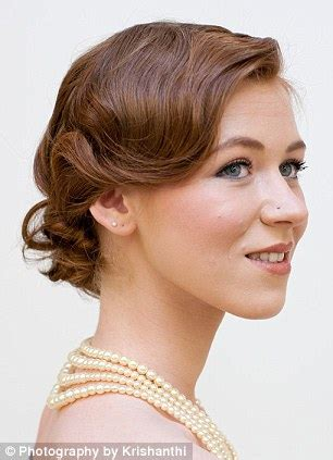 roaring 20s short hairstyle tutorial great gatsby fever give your hair a roaring twenties