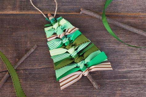 how to put ribbon òn a christnas tree 1548 best ideas decorations images on decor ideas and
