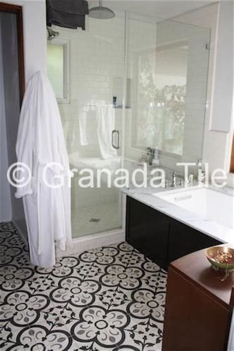 bathroom stall in spanish 70 best granada tile in the bathroom images on pinterest