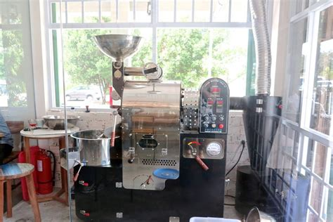 Mesin Kopi Sederhana anchor cafe and roastery cafe dengan suasana rumah ala
