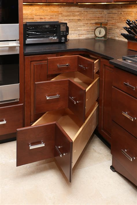 Kitchen Cabinet Features by 6 Kitchen Cabinet Features That Will Create A Wow