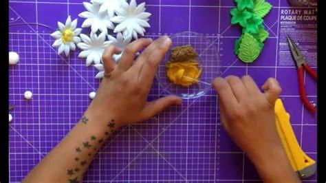 como hacer flores de goma eva como hacer flores con goma eva margaritas girasoles y