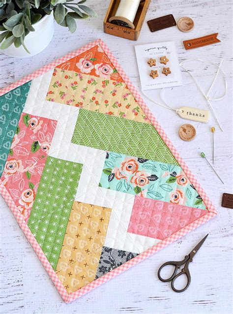Small Patchwork Projects Free - bolt mini quilt pattern favequilts
