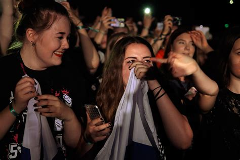5sos dollhouse 5 seconds of summer has the audience in tears at helsinki