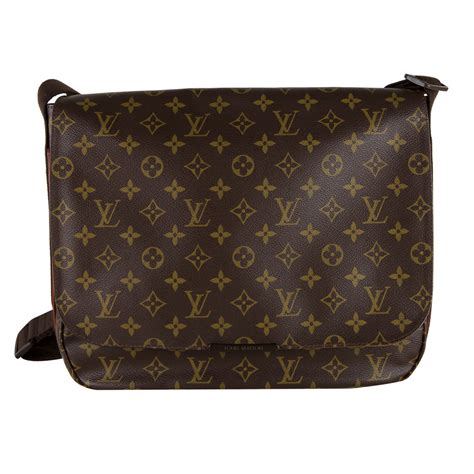 louis vuitton monogram beaubourg messenger bag mm