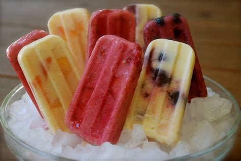 diy healthy popsicles the smoopsicle healthy smoothie popsicle