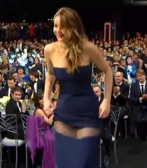most embarrassing celeb wardrobe malfunctions ever jennifer lawrence most embarrassing celeb wardrobe