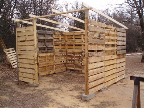 How To Build Skids For A Shed by Diy Pallet Shed Project Home Design Garden