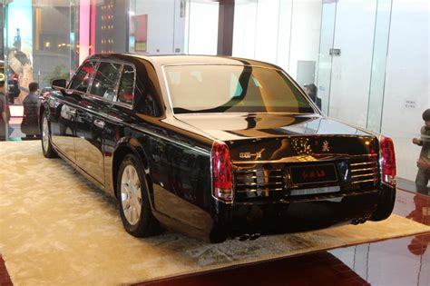 Rote Fahne Auto panorama luxusmarke hongqi rote fahne stolz im wind