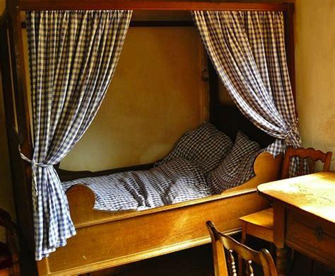 bett platzierung im schlafzimmer schlafzimmer das bett aufstellen f 252 r einen ruhigen schlaf