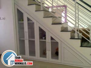 contoh desain lemari bawah tangga 70 gambar contoh desain lemari bawah tangga minimalis