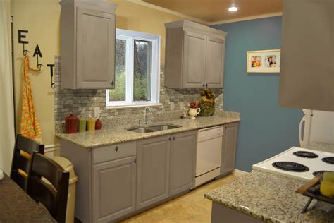 small kitchen design with exposed backsplash and gray painted kitchen cabinet plus marble