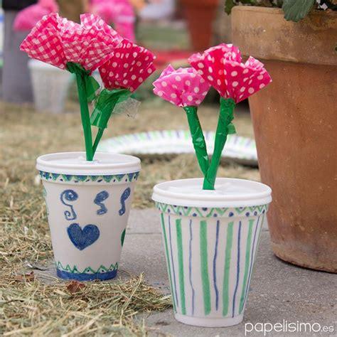 flores vasos de plastico de cafe papel macetas manualidades dia de la flores de papel en macetas hechas con vasos de cafe
