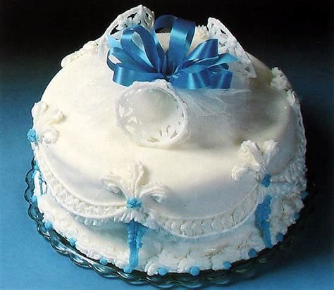 Wedding Cake Simple Recipe by Decorate A Simple Wedding Cake With Recipe