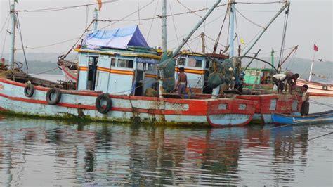 fishing boat engine in india fishing boats chapora harbor india travel forum