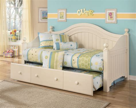 home decorating pictures day beds at ashley furniture ashley furniture cottage retreat day bed with trundle
