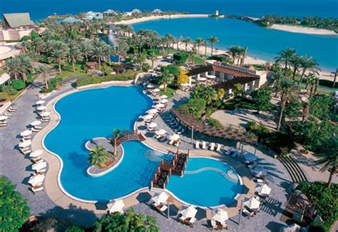 hotel bahrain hotels recruit 2100 bahraini nationals in 2014