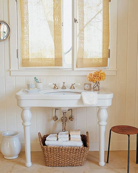 Bathroom Towel Ideas by Bathroom Towel Storage 12 Quick Creative Amp Inexpensive Ideas